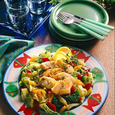 Wirsingsalat mit Fischstreifen Rezept