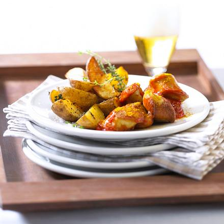 WM-Currywurst mit Kartoffelspalten Rezept