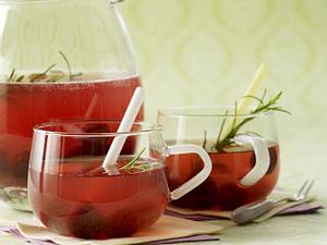 Wodka-Kirsch-Bowle mit Rosmarin und Sekt Rezept