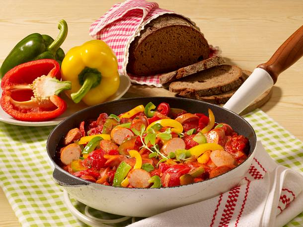 Würstchen-Ragout nach Puszta-Art Rezept
