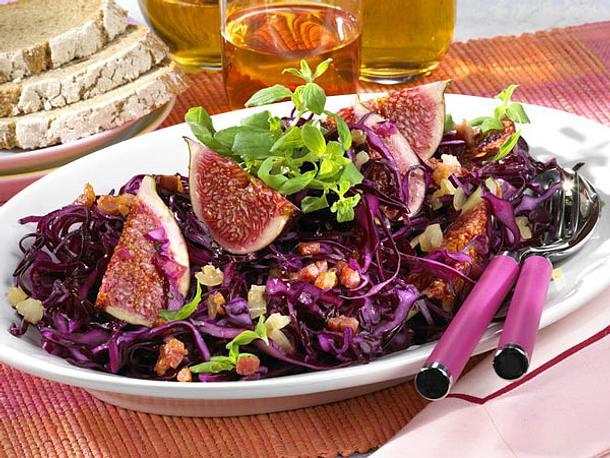Würziger Rotkohlsalat mit Feigen Rezept