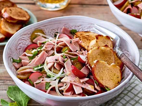 Wurstsalat mit Laugenkracher Rezept