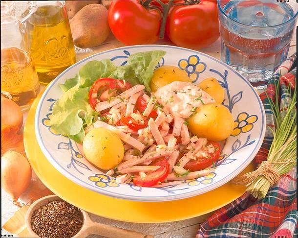 Wurstsalat zu Kartoffeln Rezept