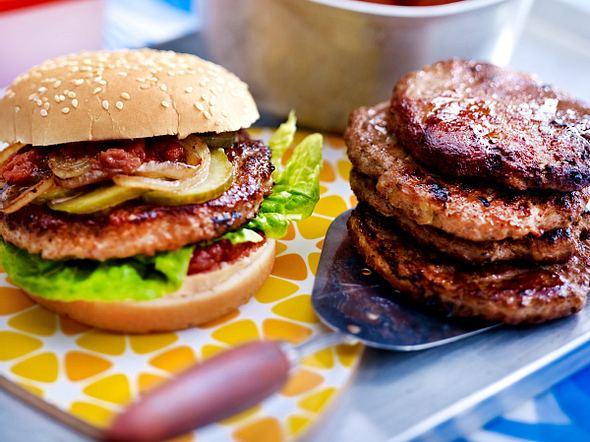 XXL-Burger mit Sundried Tomato Sauce
