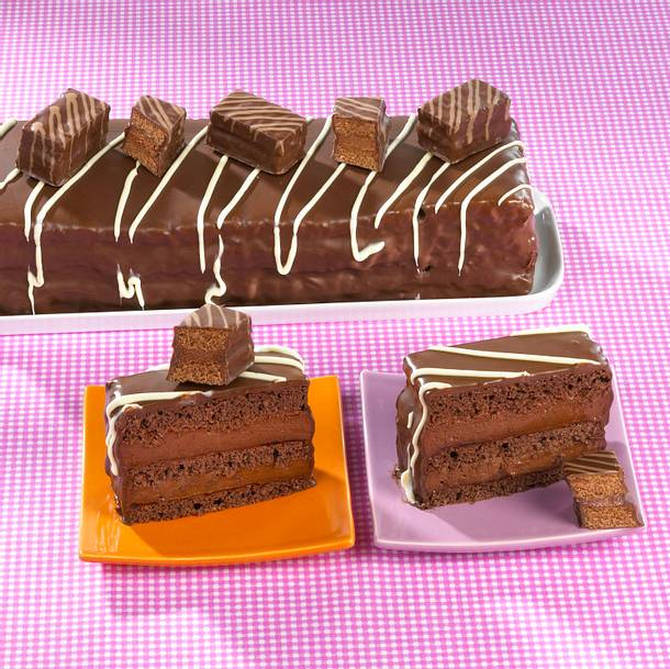 Schokoladiger Blechkuchen mit Kakaocreme-Füllung Rezept