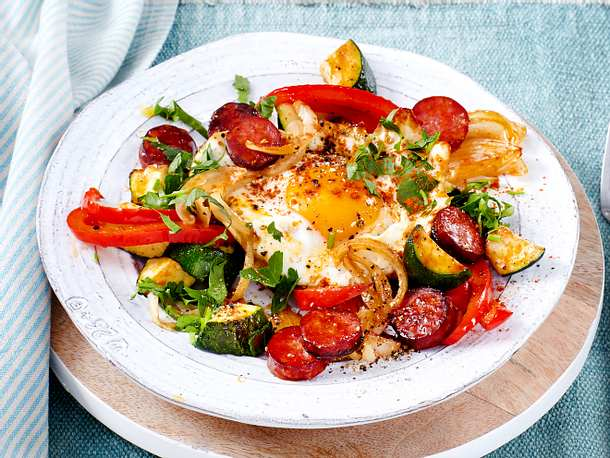 Zackiges Zucchini-Gröstl mit Ei Rezept