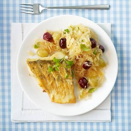 Zanderfilet auf Weintrauben-Sauerkraut (Trennkost, Eiweiß-Gericht) Rezept