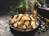 Zarte Neujahrsröllchen mit Vanille-Sahne Rezept
