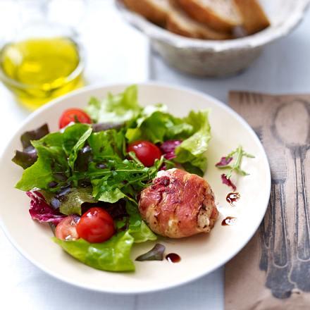 Ziegenkäse im Speckmantel auf Salat Rezept