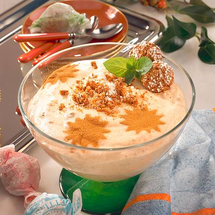 Zimt-Amarettocreme mit Mandeln Rezept