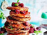 Zimt-Pancake-Turm mit Brombeerkompott Rezept
