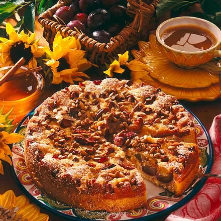 Zimtpflaumenkuchen mit kernigem Honigguss Rezept