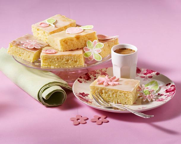 Zitronen-Blüten-Kuchen Rezept