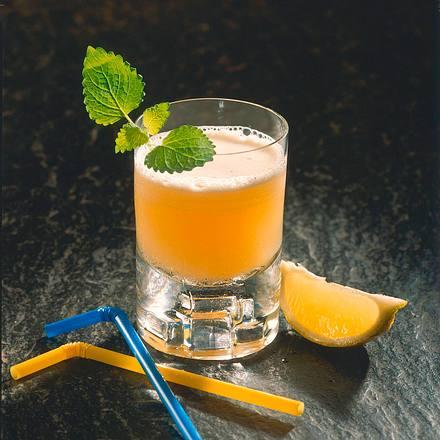 Zitronen-Curaçao-Fizz Rezept
