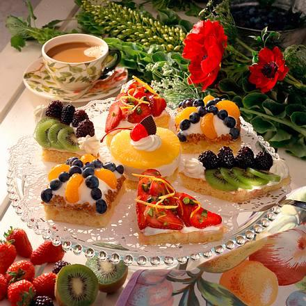 Zitronen-Früchte-Törtchen mit Quark-Sahne Rezept