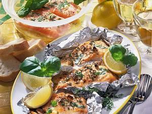 Zitronen-Knoblauch-Lachs in Folie Rezept