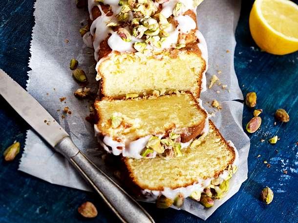 Zitronen-Mascarpone-Kuchen mit Zuckerguss und gesalzenen Pistazien Rezept