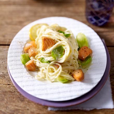 Zitronen-Spaghetti mit Lachs und Rosenkohl Rezept