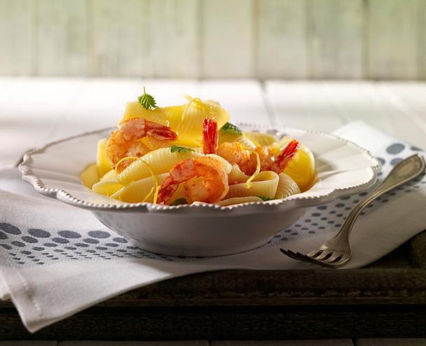 Zitronen-Vinaigrette mit Garnelen zu Muschelnudeln Rezept