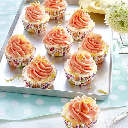 Zitroneneis-Cupcakes mit Erdbeersoße Rezept