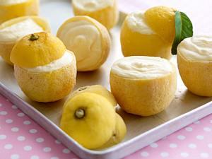 Zitroneneis in der Zitrone Rezept