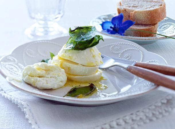 Zitronenmozzarella mit Knusperbasilikum Rezept