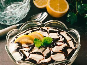 Zitronenquark mit Pflaumenmus Rezept