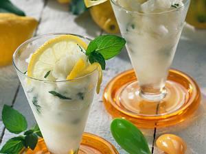 Zitronensorbet mit Minze Rezept