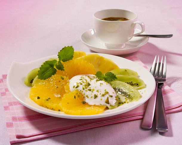Zitrussalat mit Joghurtdip Rezept