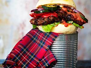 Zucchini-Bohnen-Burger mit Currysoße & Burgerbrötchen Rezept