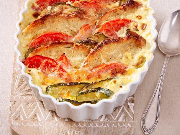 Zucchini-Brot-Auflauf mit Mozzarella Rezept