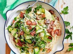 Locker-leichte Zucchini-Carbonara Rezept