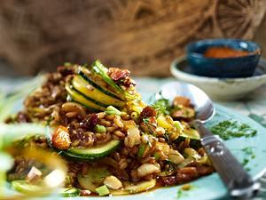 Zucchini Dinkel Salat mit Dill Rezept