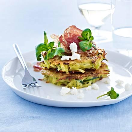 Zucchini-Fritters mit Feta, Pancetta und Brunnenkresse Rezept