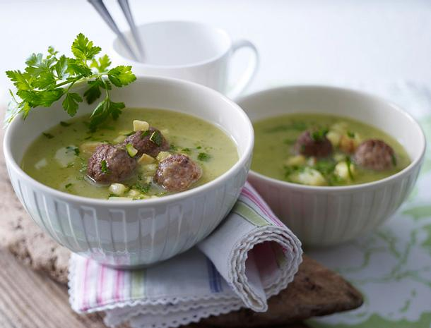 Zucchini-Kartoffel-Suppe mit Hackbällchen Rezept