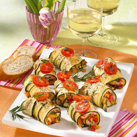 Zucchini-Lachs-Röllchen mit Ratatouille Rezept