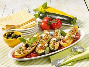 Zucchini mit Brotfüllung in Ratatouille-Soße Rezept