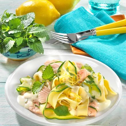 Zucchini-Nudeln mit Lachs Rezept