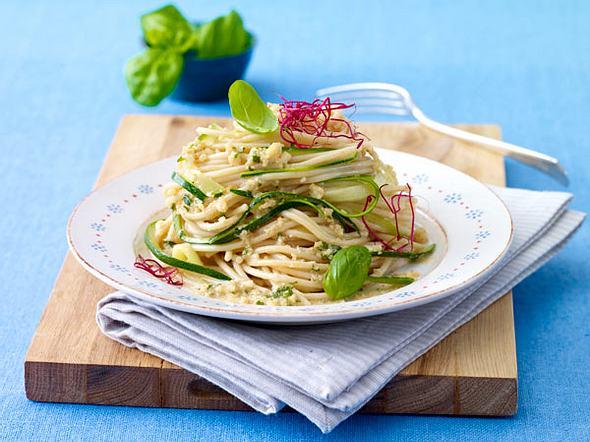 Zucchini-Nudeln mit Mandelsoße Rezept