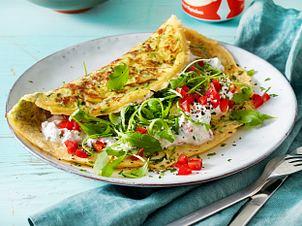 Zucchini-Omelett mit Paprika-Quark Rezept