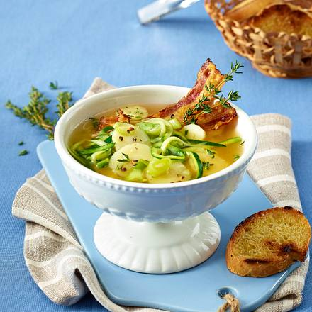 Zucchini-Pastinaken-Suppe mit Bacon Rezept
