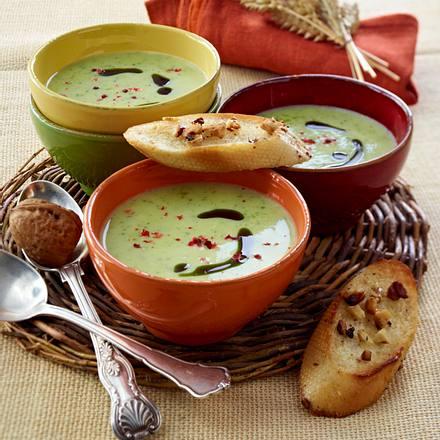Zucchini-Süppchen mit Nuss-Crostini Rezept