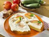 Zucchini-Zimt-Kuchen mit Äpfeln und Quarkcreme Rezept
