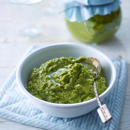 Zucchinipesto mit Kürbiskernen Rezept