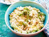 Zucchinirisotto mit Pinienkernen und Feta