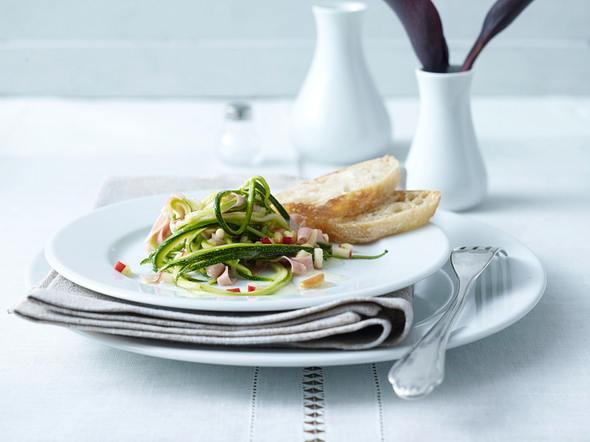 Zucchinisalat mit Apfel-Limetten-Dressing Rezept