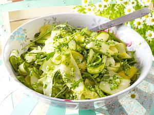 Zucchinisalat mit Brokkolipesto Rezept
