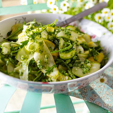 Zucchinisalat und Brokkoli-Pesto