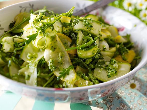 Zucchinisalat und Brokkoli-Pesto Rezept