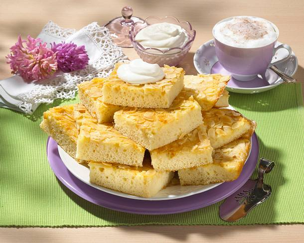 Zucker-Mandel-Kuchen mit Buttermilch Rezept
